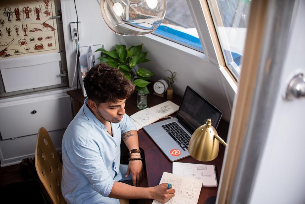 طوّر مهاراتك الكتابية من خلال العمل الحر